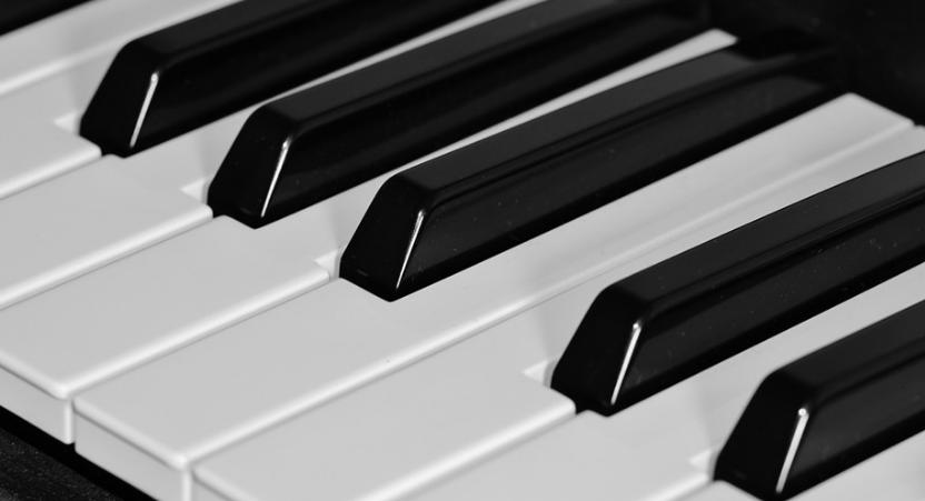 De quoi dois-je tenir compte lors de l'achat de claviers MIDI ?